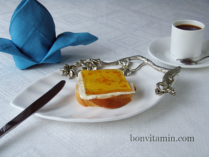 sandwich with butter and orange marmalade made by bonvitamin